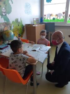 Minister medzi deťmi